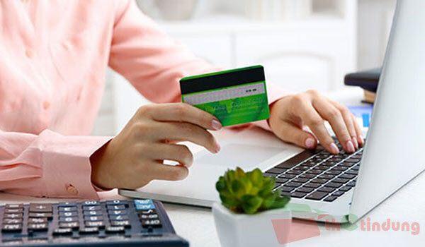 Phí rút tiền mặt thẻ tín dụng SacombankPhí rút tiền mặt thẻ tín dụng Sacombank
