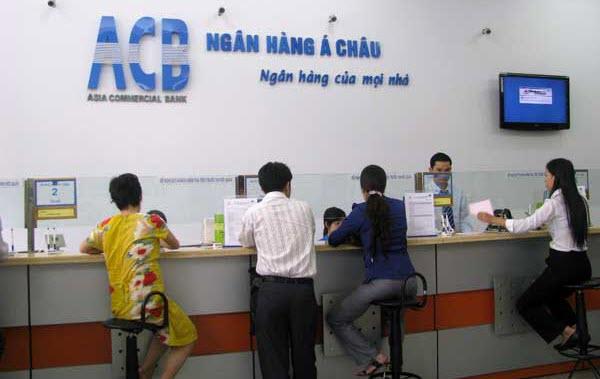 Rút tiền mặt từ thẻ tín dụng ACB được không, phí rút bao nhiêu?