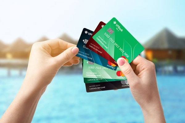 Nên mở thẻ tín dụng Credit Card của VP Bank hay Techcombank