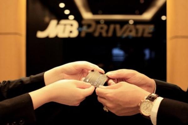 Thẻ ghi nợ nội địa MB Private/MB VIP; mua vé máy bay trực tuyến, hạn mức 200 triệu