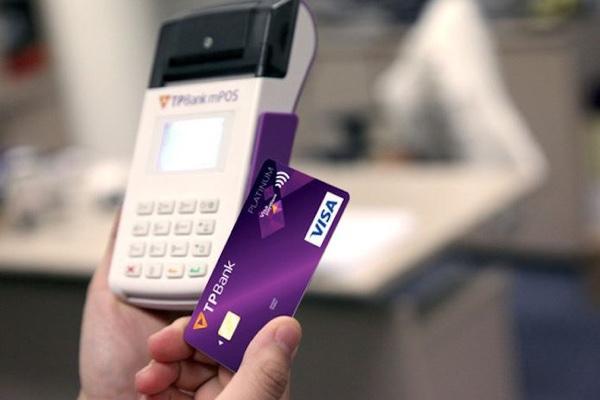 Làm thẻ tín dụng quốc tế TPBank Visa Platinum; hạn mức 1 tỷ, đổi ngoại tệ 1,8%