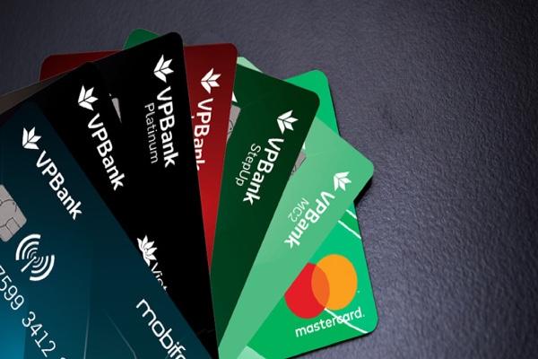 Mở thẻ tín dụng Titanium Cashback Mastercard VPBank; hạn mức 500 triệu, trả góp 0%